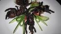 Как се яде пържена тарантула в Камбоджа