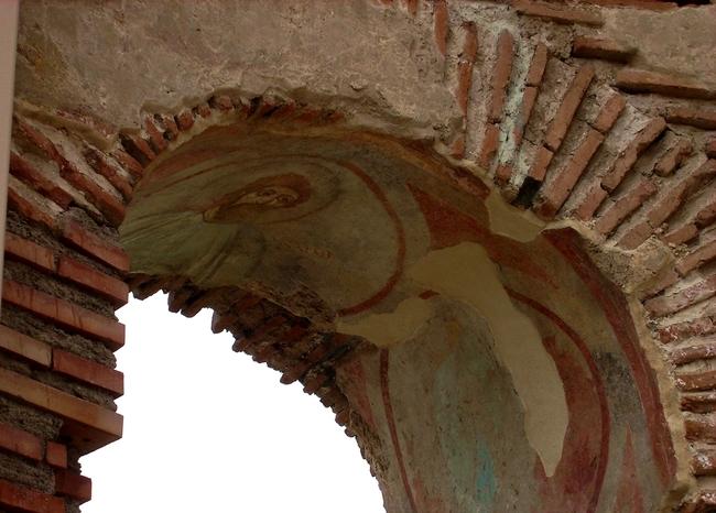 Червената църква до Перущица
