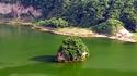 Филипинският вулкан с остров в кратера си