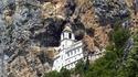 Манастирът Острог - изсечен в скалите на Черна гора