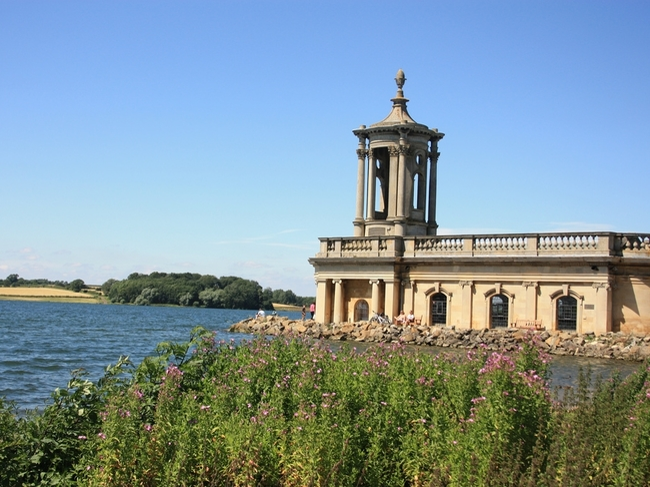 Топ 7 най-красиви потопени църкви - Рутланд, Великобритания