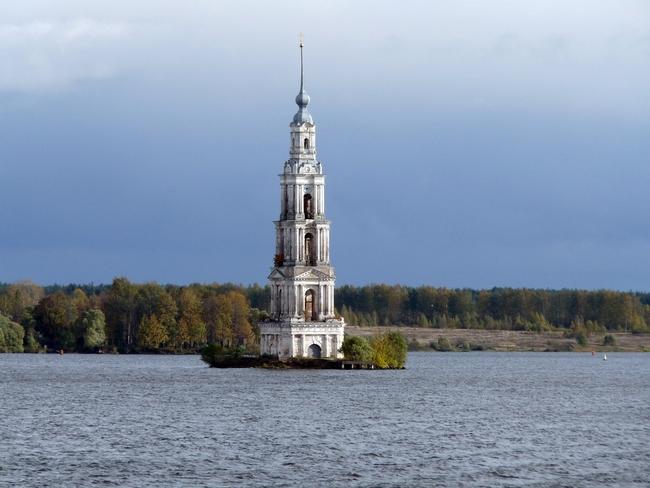 Топ 7 най-красиви потопени църкви - Калязин, Русия