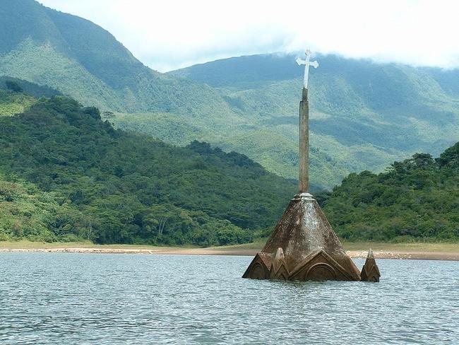 Топ 7 най-красиви потопени църкви - Потоси, Венецуела