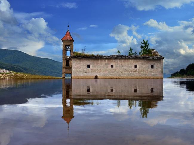 Топ 7 най-красиви потопени църкви - Маврово, Македония