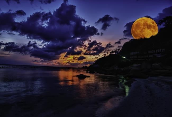 Парти на плажа? Само по бански и музика! - Парти по пълнолуние, плаж Хаад Рин, остров Ко Панган, Тайланд