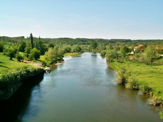 Село Ъглен и скалната арка над река Вит