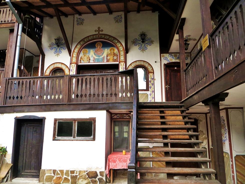 Чекотинският манастир – среща със забравената тишина