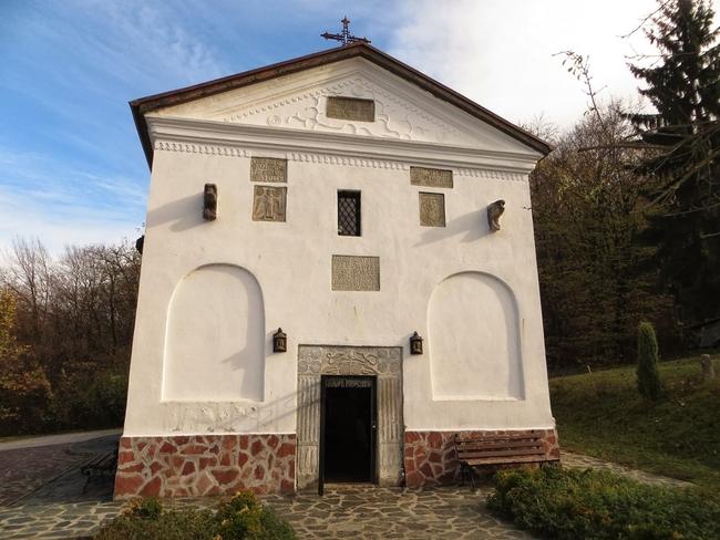 Правешки манастир: Среща със сладкодумния монах