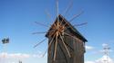Несебър: Пощенска картичка с вятърна мелница и море