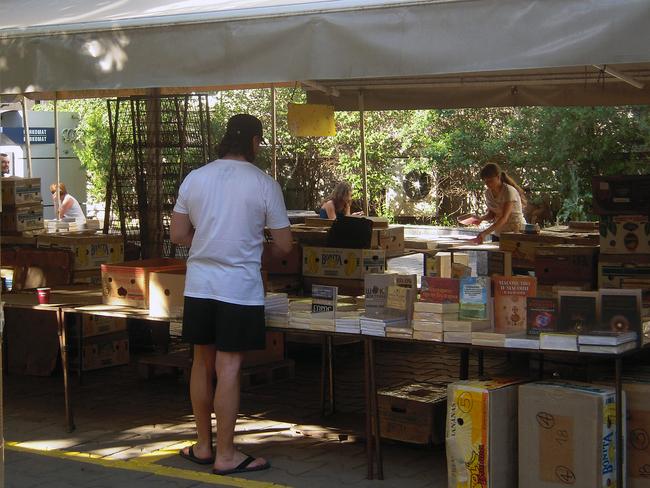 Площад Славейков: Книга? Пристига!
