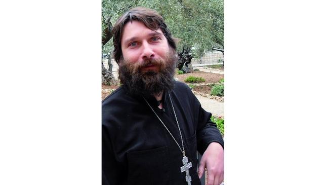 Отец Николай Петков – един свещеник на автостоп