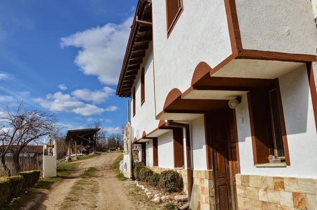 Жабленски манастир - кисело мляко, тишина и хубави срещи