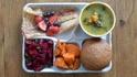 Как изглежда училищният обяд по света?
