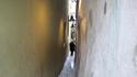 Най-тясната уличка в Прага (си има и светофар)
