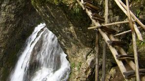 Екопътека Боров камък – по мостчета към водопада