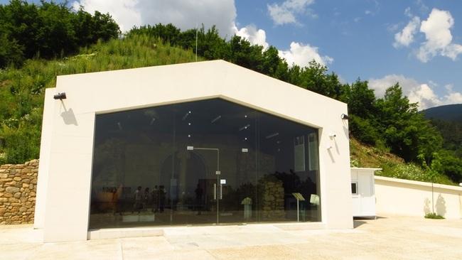 Тракийска могила Шушманец край Казанлък