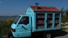 Италиански учител обикаля с камионче с книги от 17 години