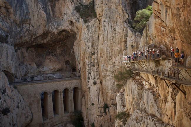 Пуснаха билети за разходка по най-опасния път в света