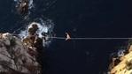 Разходка по въже 300 метра над морето (видео)