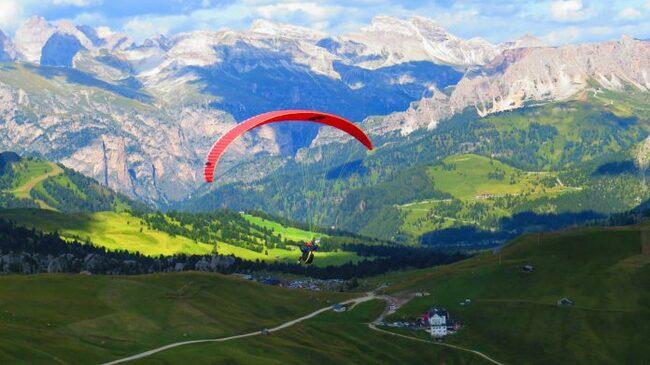 Полет с парапланер над Доломитите