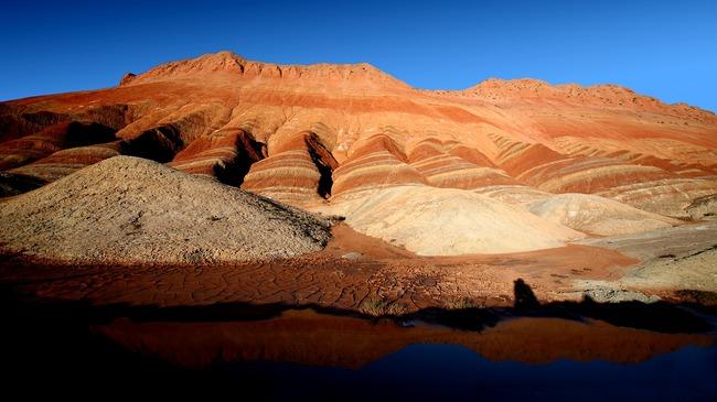Планини в цветовете на дъгата