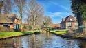 Селото, в което се пътува само с лодка