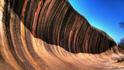 Как изглежда скална вълна на милиони години?
