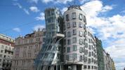 Танцуващата сграда в Прага