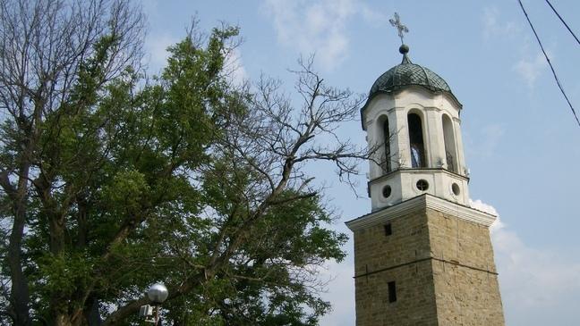Търновският храм, който превръща Колю Фичево в майстор