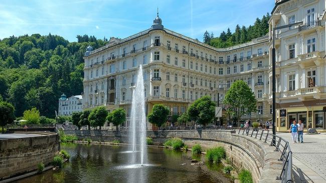 Карлови Вари – здравен и културен туризъм в едно