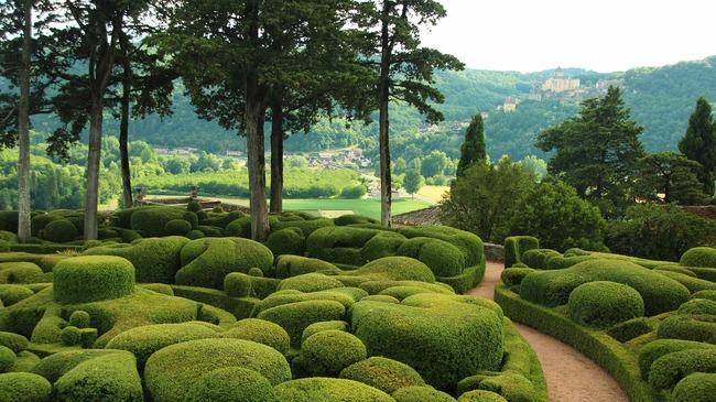 Обаятелните градини на френския замък Маркесак