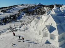 Построиха църква от сняг на ски писта в Норвегия