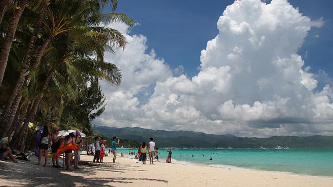 Остров във Филипините затваря за туристи