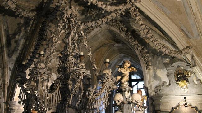 Зловещата църква от кости