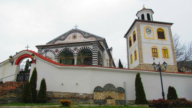 Църквата в Сапарево, построена от най-бедния човек