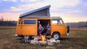 Двойка пътува и живее 6 години във ван