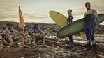 Сърфисти почистват плажа в Приморско
