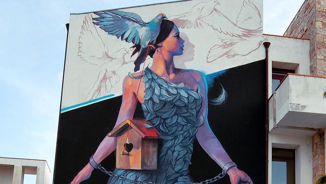 Художникът Насимо ще изрисува фасада в София