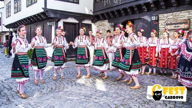 Уличният фестивал 6Fest създаде нов квартал на изкуствата в Габрово