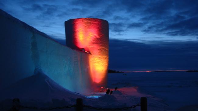 Най-големият снежен замък в света, който всяка година е различен