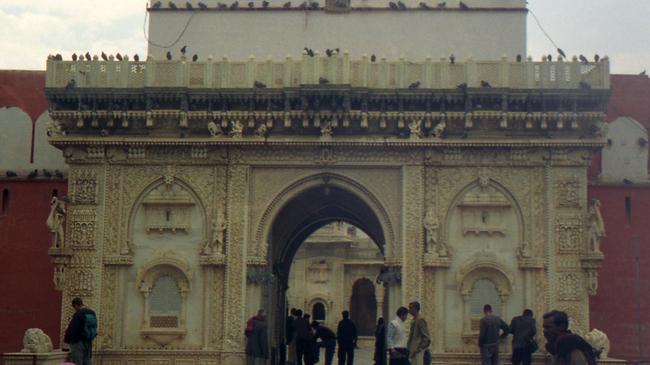Индийският храм, в който на почит са плъховете