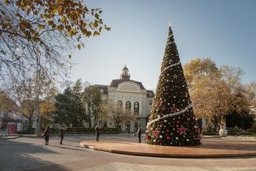 Запалване на светлините на коледното дърво в Пловдив