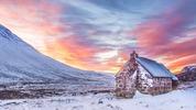 Уютни хижи в Европа за зимна почивка