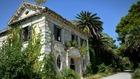 Защо известен хърватски курорт става призрачен град?