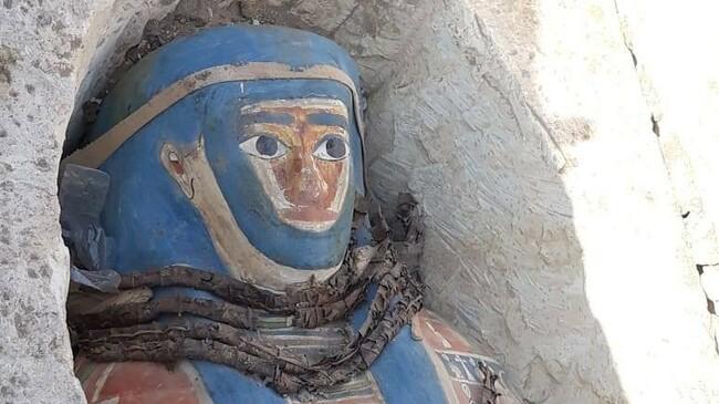 Осем древни мумии на 2000 г. са открити в Египет