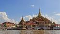 Един будистки храм в Мианмар и необикновените му фигури