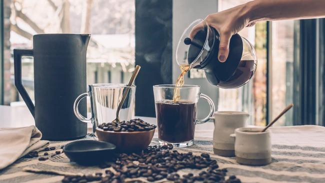 Пиенето на кафе удължава живота, но...