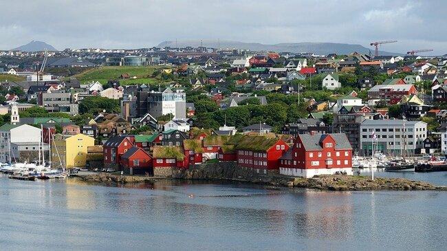 """Фарьорските острови и """"висящото езеро"""" Сорвагсватн"""