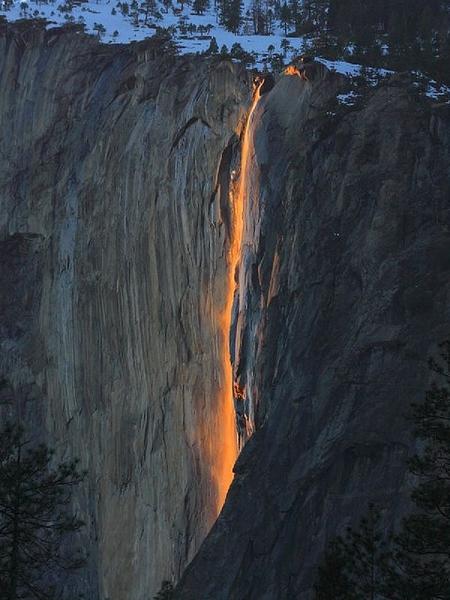Огненият водопад в Йосемитите