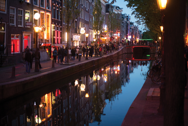Каналите на Амстердам празнуват 400-я си рожден ден